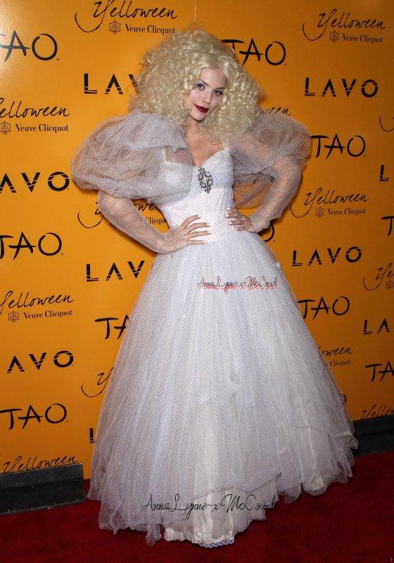 # __ Le 30 Oct. 2010 : AnnaLynne à etais vu a halloween déguisé en veuve a l' Hosted lavo