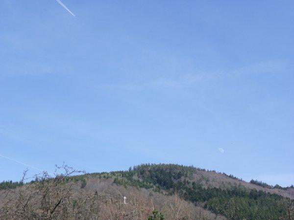 la croix parier , l'avion et la lune le 1 avril