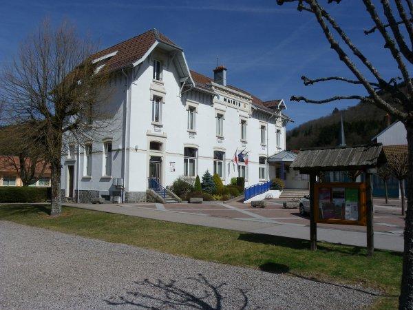 la mairie au printemps