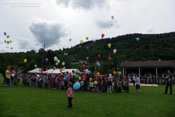 Le lâché de Ballons par les enfants