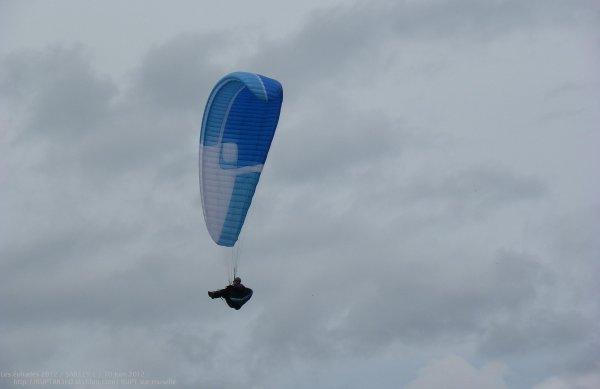 Vol de parapente au dessus du stade de la anne de rupt