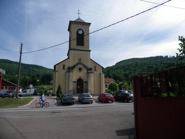 Vue sur l'église de ferdrupt 88360