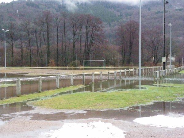 stade ruppéen innondé par la montée de la moselle en crue