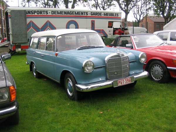 Mercedes 190 D W110 Universal 1966