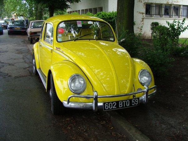 voiture coccinelle jaune