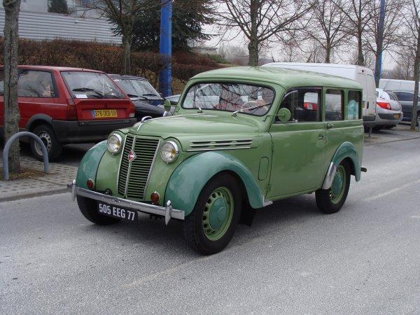Renault Juvaquatre 1951
