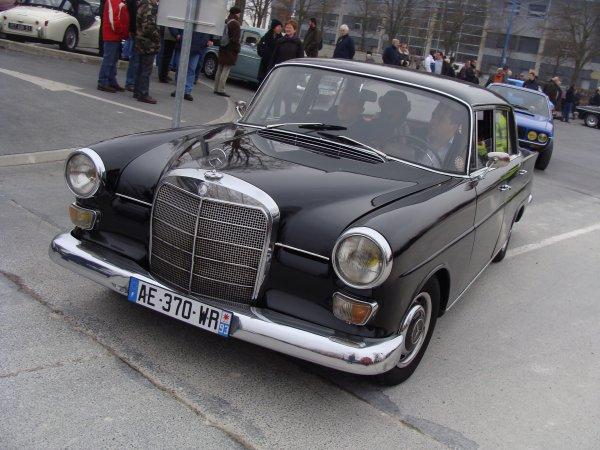 Mercedes 200 W110 1965