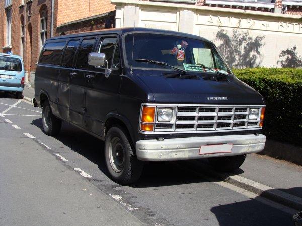 Dodge Ram Van 1986