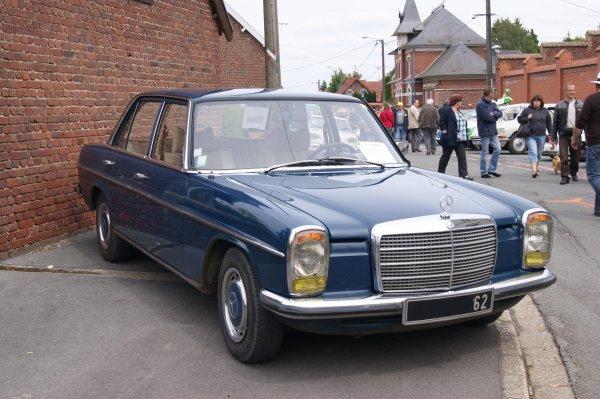 Mercedes 240D W114 1975