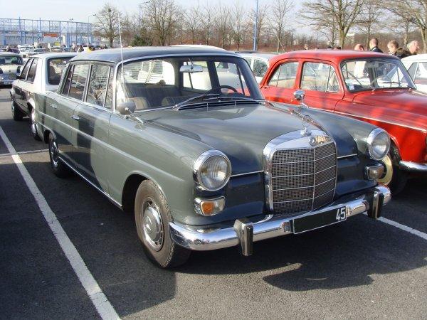 Mercedes 230 W110 1965