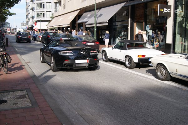 Aston MArtin V8 Vantage S 2011