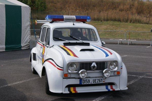 """Renault 4 """"rien à déclarer"""""""