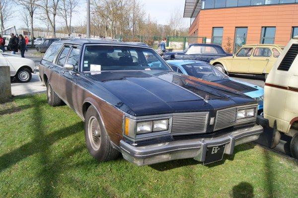 Oldsmobile Custom Cruiser 1982