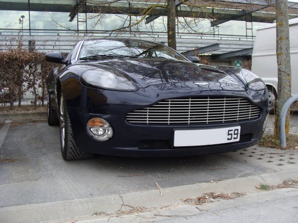 Aston Martin V12 vanquish 2000