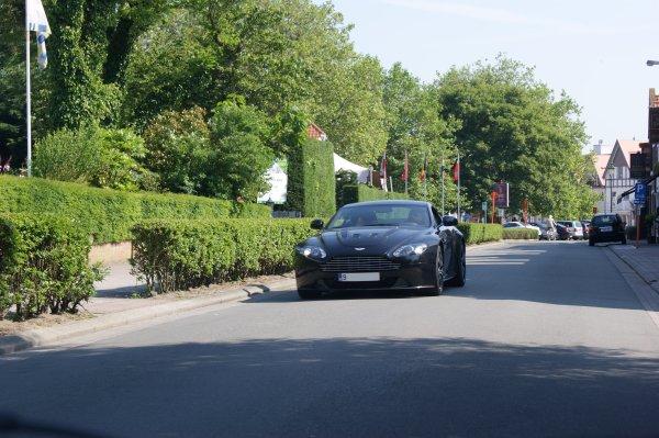 Aston Martin V12 Vantage Carbon Black 2009