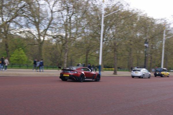 Aston Martin Vantage GT12 2016