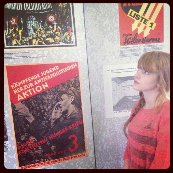 Bella visitant le muse des camps de consentration a Londres