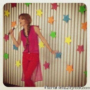 c est Bella a son photoshooting pout Bop & Tiger Beat 12juin