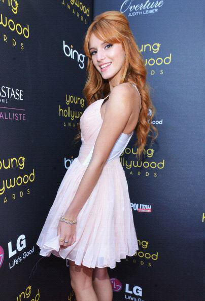 Bella etait avec sa soeur Dani au Annual Young Hollywood Awards