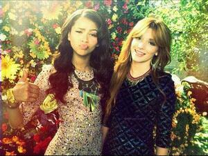 Bella et Zendaya sur leurs nouveau clip