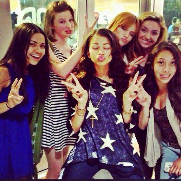 Photo twitter de Bella ,  Zen , tristan et des amis a eux