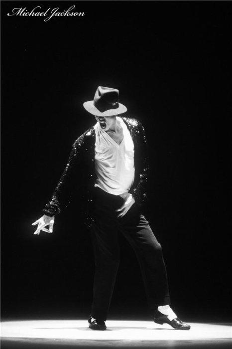 Article spécial Michael Jackson! Cette article n'a strictement rien à voir avec Jaden Smith.   Je fais cette article car aujourd'hui, c'est l'anniversaire du roi de la pop :) Et moi (Hellie) étant vraiment fan de lui, je voulais pas manquer ça, car c'est vraiment important pour moi, on ne l'oublie pas malgré tout, il fête ses 52 ans aujourd'hui. Hommage à Michael Jackson. Il resteras toujours dans nos coeur :) Happy Birthday Michael...