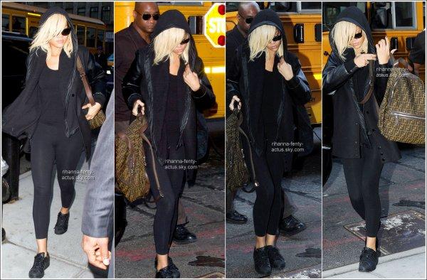 11 Mars : Rihanna est arrivée à New-York où elle a atterri à l'aéroport de «LaGuardia». TOP ou FLOP ?