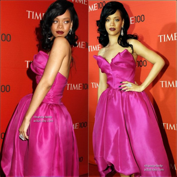 24 Avril : Rihanna sur le tapis rouge au Gala du « Time 100 » à New York.