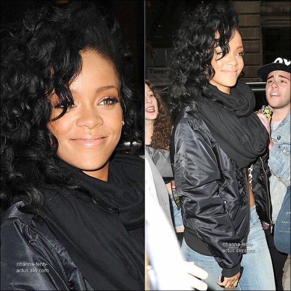 05 Mai : Notre belle Rihanna quitte son hôtel à New York. TOP ou FLOP ?