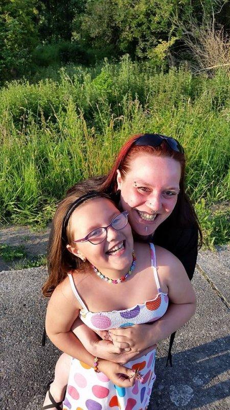 mes deux filles amour et soleil qui illumine ma vie que du bonheur je vous aiment mamoune et vous remercie enfin d'étre la pour moi gros bisous mes trésor