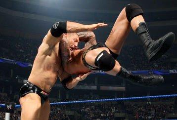 Randy Orton plase sont RKO sur Batista