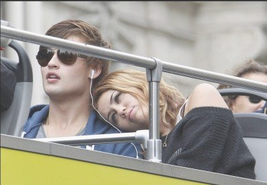 9.6.10- Filming in a adventure park with Douglas Booth , in Paris (Pictures # 2)