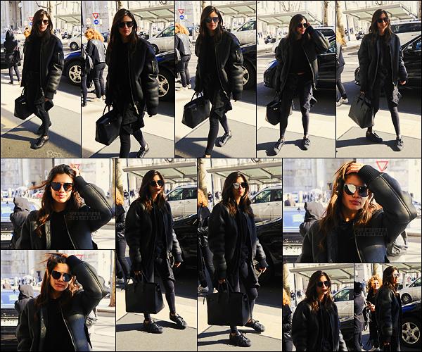 21/02/17 - La mannequin Sara Sampaio  a été aperçue dans les rues pendant la Fashion Week de Milan.  Comme toutes les autres mannequins, la magnifique Sara s'est rendue en Italie pour la F-W. Côté tenue, c'est plutôt un top ou un flop ?