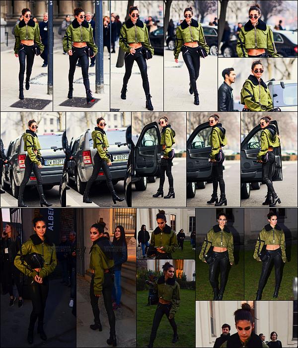 22/02/17 - De nouveau, Sara Sampaio  a été photographiée se rendant à la Fashion Week - dans Milan.  Plus tard, notre Sara a été aperçue quittant le défilé Alberta Ferretti auquel elle a participé. Elle portait la même tenue que plutôt, top.