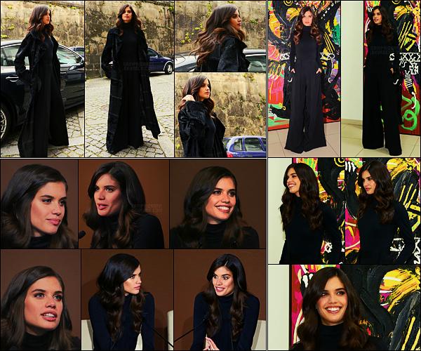 25/03/17 - Sara Sampaio  s'est rendue à la conférence de presse du voyagiste Douro Azul, - dans Porto.  Sara était toute jolie, ses longs cheveux sont splendides. Nous l'avons donc retrouver dans son pays d'origine. Plutôt top ou flop la tenue ?