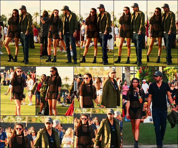 16/04/17 - Dernier jour du premier week end, Sara Sampaio  et son boyfriend au festival Coachella, P-S.  Je n'affectionne pas particulièrement cette tenue que je ne trouve pas vraiment dans le thème hippie du festival.J'aime bien les bottines.