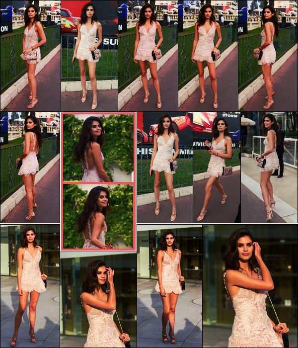 18/05/17 - Notre mannequin Sara Sampaio  prenait la pose dans les rues de la belle ville de Cannes, FR.  Sara a été aperçue à plusieurs reprises durant cette journée sans aucun événement particulier. Je suis fan de cette combi en dentelle, top