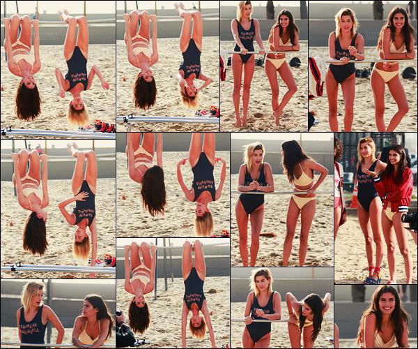 08/02/17 - Sara Sampaio  et Hailey Baldwin sur le set d'un shoot pour Victoria's Secret , à Venice Beach. Hailey et Sara ont l'air de bien s'entendre et d'être assez proche. Hâte de voir ce que va donner ce shoot prochainement. Le maillot, top ?