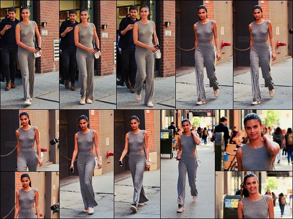 22/06/17 - La brune Sara Sampaio  a été photographiée quittant Milk Studios, situé dans New York City. Comme son nom l'indique c'est un studio photo et je peux déjà vous dire que c'était pour un nouveau photoshoot avec Victoria's Secret