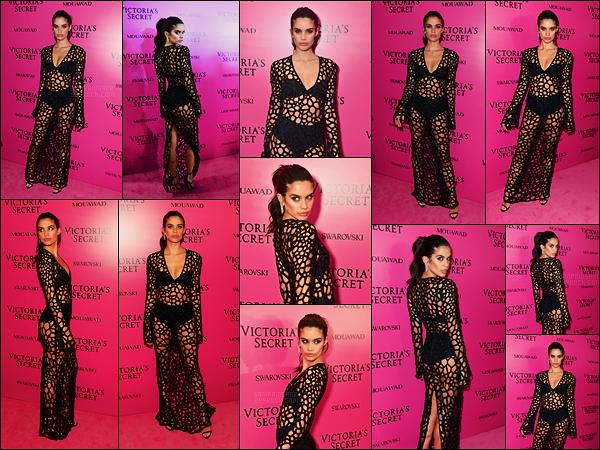 20/11/17 -  La portugaise Sara Sampaio était à l'after party du défilé Victoria's Secret, - dans Shanghai. Notre belle mannequin était plutôt mignonne, la tenue ne m'éblouit pas pour autant mais elle est pas mal, ça sera un top et pour vous?