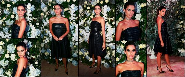 25/01/18 -  Dans la soirée, Sara Sampaio s'est rendue au 16e Gala du Sidaction organisé dans - Paris. Sa' portait une robe signée de la maison Giorgio Armani. Plutôt pas mal, accompagné de bijoux Messika, joli top pour notre brune