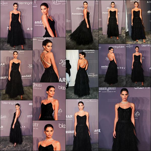 07/02/18 -  Dans la soirée, Sara Sampaio s'est rendue au gala amfAR qui se déroulait dans  New York City. Pour cette soirée, la robe portée était signée par Giorgio Armani, quant-au collier, il vient de Chopard. Elle était sublime, un gros top