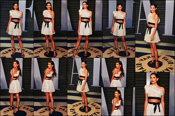 04/03/18 -  Sara Sampaio a foulé le tapis de l'after-party des Oscars par Vanity Fair  à - Beverly Hills, CA. Pour cette soirée, Sara portait un ensemble haut et jupe signé par Giambattista Valli. Personnellement j'aime bien aussi cette tenue !