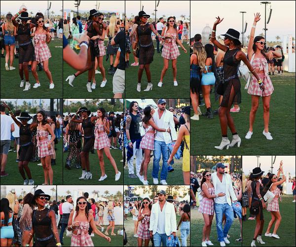 14/04/18 - Sara Sampaio prenait du bon temps avec Jasmine et Olivier au festival  Coachella, - à Indio. Pour ce deuxième jour du festival, nous avons un vrai candid et non plus des photos personnelles. Sara était mignonne et toute joyeuse