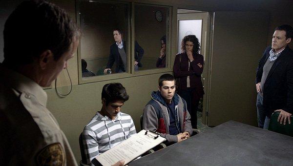 Stiles et la police 2x07