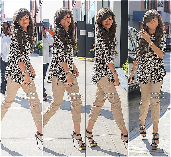 . 18/07/2013 : Zendaya a été vu arrivant à un immeuble,New-York. .