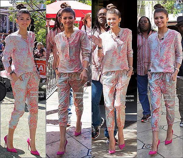 """. 17/04/2013 : Zendaya & Val étaient à l'émission """"EXTRA"""" au The Grove,Los Angeles. ."""