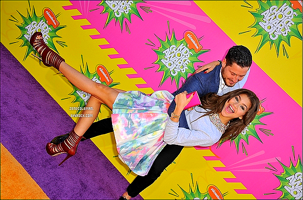. 23/03/2013 :  Notre sublime Zendaya était présente aux Kids Choice Awards 2013. Je trouve Zendaya juste magnifique,sa tenue lui va a ravir! .