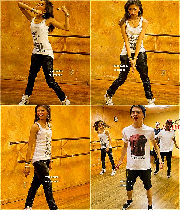 . 30/05/2013 : Zendaya a été vu se rendant au Marie Osmont Show à Los Angeles.  .