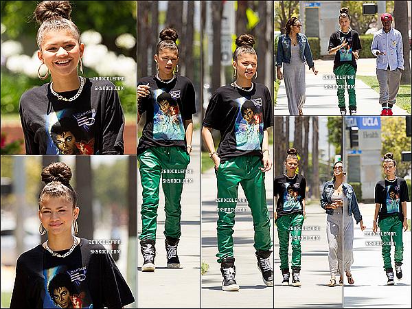 . 16/06/2013 : Zendaya a été vu devant les studios de Warner Music à Los Angeles. .